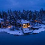 Hotelli lumisessa illtakuvassa
