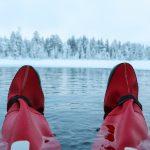 Kelluntaa jäisessä järvessä