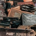 Vankien matkalaukkuja Auschwitz-Birkenaun keskitysleirimuseossa
