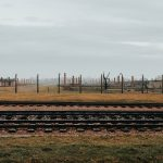 Auschwitz-Birkenaun keskitysleirimuseon piikkilanka-aitoja