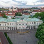 Ilmakuva Vilnan Presidentinlinnasta sekä vanhastakaupungista.