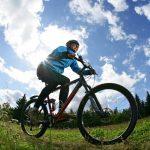 Maastopyöräilyä Vuokatin maisemissa