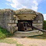 Tykki bunkkerin suojassa, muistomerkki.