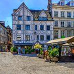 Ristikkokuvioisia vanhoja taloja Rouenissa.
