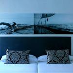 Parivuode ja taustalla kuva uimarista
