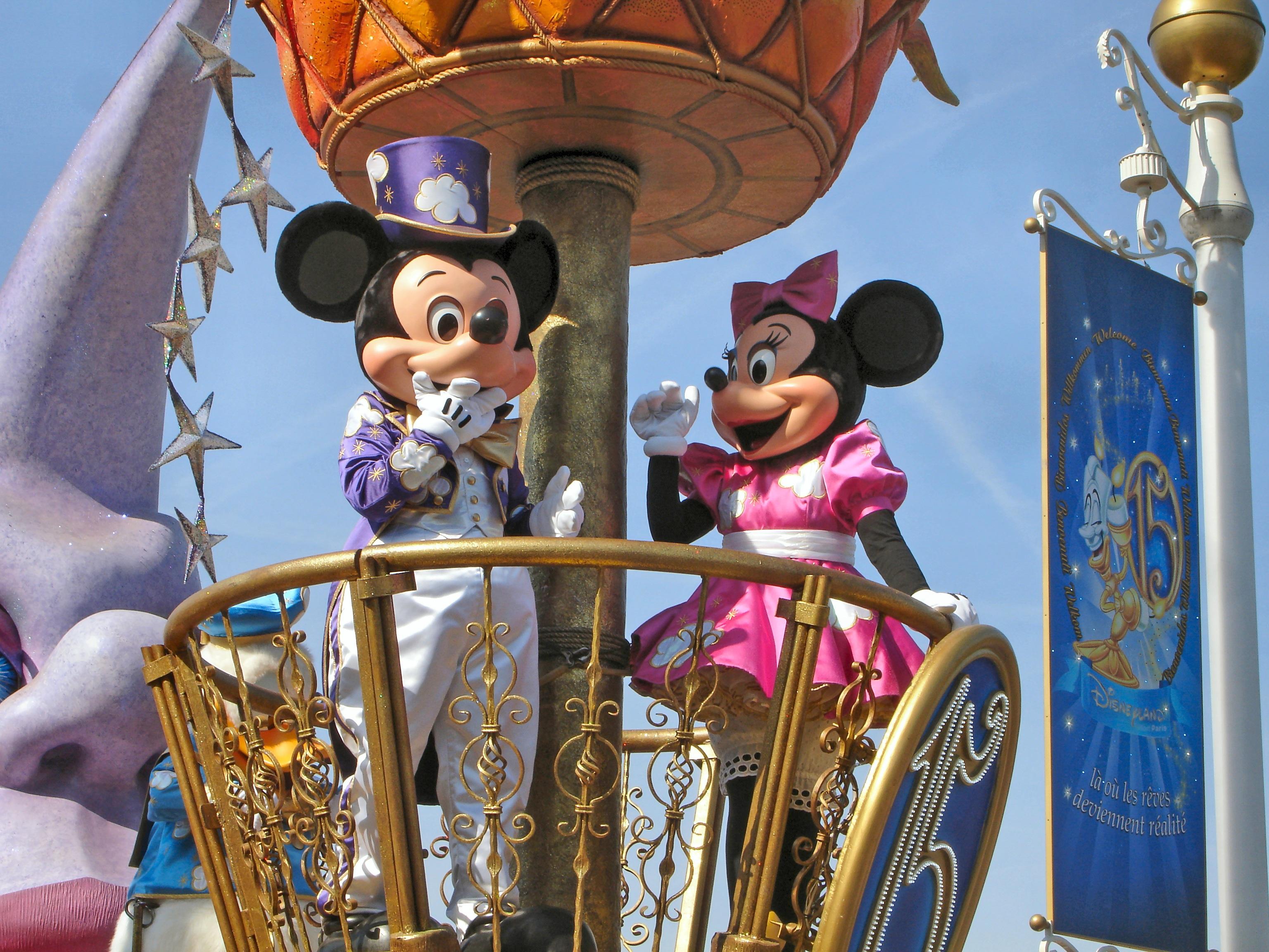 Satumaailma herää eloon Disneylandissa
