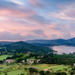 Laakso punertavankirjavan taivaan alla, Emporda Espanja