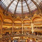 Galeries Lafayetten ostoskeskuksen loistoa.