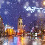 Lumisateinen päivä Vilnassa