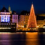 Loistava joulukuusi Tukholman yössä