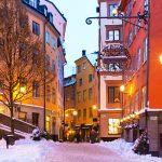 Kaunis talvinen katu Tukholman Vanhassakaupungissa