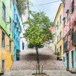Värikäs portaikko Lissabonissa