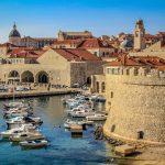 Dubrovnikin vanhaa kaupunkia ja satamaa