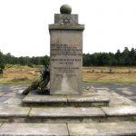 Juutalaisvainojen kivinen muistomerkki.
