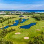 Saarenmaan golfkenttä meren rannalla