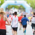 Juoksijat lähestymässä maalia.