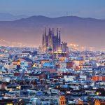 Barcelonan kaupunkimaisemaa auringonlaskussa