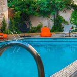 Uima-allas päivällä, Palmyra Beach Hotel, Glyfada, Kreikka