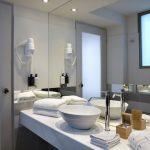 Comfort-huoneen kylpyhuone, Athens Tiare Hotel, Ateena, Kreikka