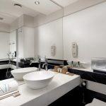 Deluxe-huoneen kylpyhuone, Athens Tiare Hotel, Ateena, Kreikka