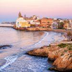 Auringonlasku merenrannassa Sitges, Espanja