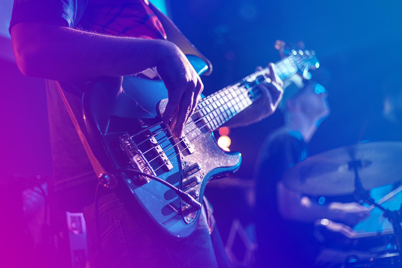 kitara_bandi_Stock_318555214